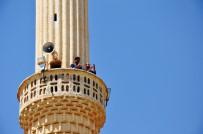 TAZİYE ZİYARETİ - Minareden Ezan Sesi Yerine, Telefon Konuşmaları Yankılanıyor