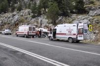 Rus turistler kaza yaptı: Çok sayıda yaralı var. .