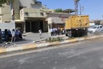 HAFRİYAT KAMYONU - Şanlıurfa'da Trafik Kazası Açıklaması 3 Yaralı