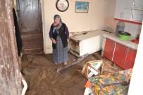 Sel Suları Kanalın Beton Zeminini Patlattı