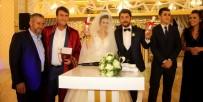 MUSTAFA DÜNDAR - Belediye Başkanı Nikahını Kıydığı Çifte Ev Tapusu Verdi