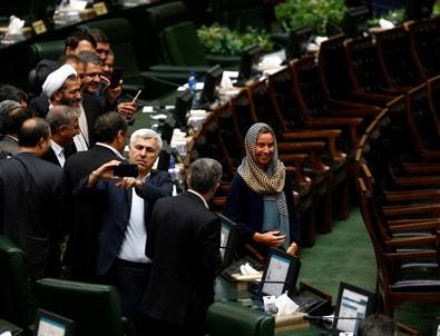 İran'da yemin töreni tartışmaları