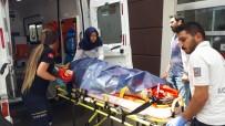 MEHMET POLAT - Kamyonet İle Otomobil Çarpıştı Açıklaması 1'İ Ağır 7 Yaralı