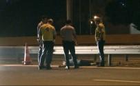 FATIH SULTAN MEHMET KÖPRÜSÜ - Bariyerlere Çarptı, Kazayı Yara Almadan Atlattı, Otoyolun Ortasında Sızdı