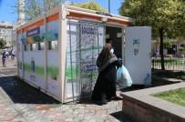ZEYTİNBURNU BELEDİYESİ - Zeytinburnu'nda Vatandaşlar Ekmeğini Çöpten Çıkarıyor