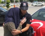Şehidin Kız Kardeşi Ağabeyinin Fotoğrafını Öpüp Sevdi
