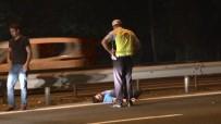 FATIH SULTAN MEHMET KÖPRÜSÜ - TEM'de Bariyerlere Çarpan Sürücü Yolun Ortasında Sızdı