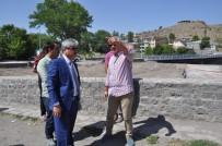 KÜMBET - Ankara'dan Döndü, Ayağının Tozuyla Osmanlı Mahallesi'ne Geldi