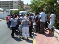 TAAHHÜT - Antalya'da Otel Çalışanlarının Maaş Eylemi