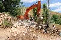 TOPRAK KAYMASI - Bitlis Belediyesinden Yol Genişletme Çalışmaları