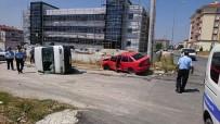 VERGİ DAİRESİ - Kamyonet İle Otomobil Çarpışt Açıklaması; 4 Yaralı
