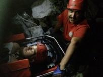MEDİKAL KURTARMA - Kayalıklarda Mahsur Kalan İngiliz Turist İçin Nefes Kesen Kurtarma Operasyonu