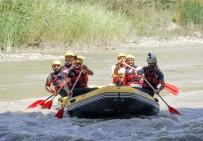 Kelkit Çayı'nda Rafting Heyecanı