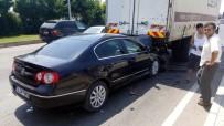 DİKKATSİZLİK - Otomobil Kamyonun Altına Girdi