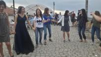 GÜNEY KORELİ - Sungurlu'da Düğüne Katılan Güney Koreli Öğrenciler Halay Çekti