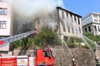 TARİHİ BİNA - Ünye'de Tarihi Bina Yandı