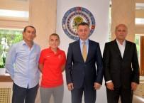 MİLLİ FUTBOL TAKIMI - Vali Büyükakın Başarılı Sporcuyu Makamında Kabul Etti