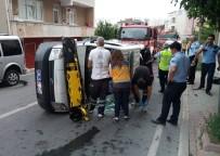 POLİS ARACI - Ataşehir'de Polis Otosu Devrildi, 1 Polis Yaralandı