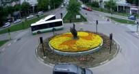 HALK OTOBÜSÜ - Belediye Otobüslerinin Çarpışma Anı Kamerada