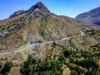 Büyükşehir Belediyesi Pütürge'de Yol Çalışmalarını Sürdürüyor