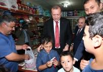 Cumhurbaşkanı Erdoğan Çocuklara Çikolata Dağıttı