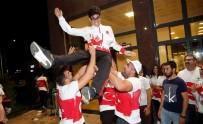 ŞEHITKAMIL BELEDIYESI - Dünya Şampiyonuna Havalimanında Davullu Zurnalı Karşılama