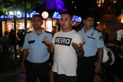 Hero tişörtü giyen kişi yemek yerken yakalandı