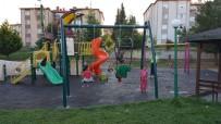 AKMEŞE - İzmit Parklarına Anne Bebek Salıncağı