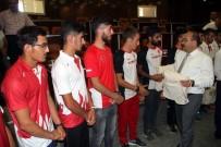 Vali Ustaoğlu'ndan Milli Sporculara Ödül