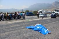 Yaşlı Kadın Trafik Kazasında Öldü, Vatandaşlar Yolu Trafiğe Kapadı