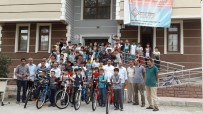 BİLGİ EVLERİ - Yaz Okuluna Katılan Minikler Bisikletlerine Kavuştu