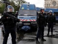 PARIS - Askerlerin üzerine araç sürüldü!