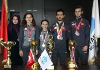 SULTANGAZİ BELEDİYESİ - Başkan Altunay Şampiyon Sporcuları Makamında Ağırladı