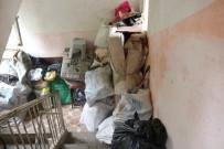 Evden 4 Kamyon Çöp Çıktı