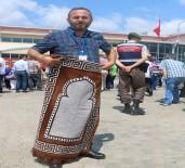 AHMET HAŞIM BALTACı - FETÖ Elebaşı Fetullah Gülen'e Seccadeli Protesto