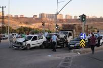 POLİS ARACI - Freni Boşalan Kamyon, Kırmızı Işıkta Bekleyen Araçlara Çarptı Açıklaması 5 Yaralı