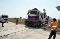GELENBE - Kamyonun Çarptığı Elektrik Direği Tren Raylarına Devrildi