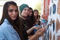 MUSTAFA YAMAN - Köy Okulunu Vatandaşlar Boyadı