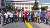 HASTA YAKINI - Sağlık Çalışanları Doktorun Darp Edildiği Hastane Önünde Eylem Yaptı