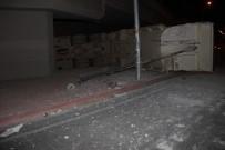 HAFRİYAT KAMYONU - Virajı Alamayan Tır'ın Kasasındaki Kamyon Yola Düştü