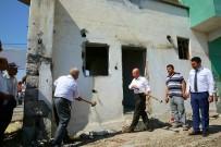 İŞ MAKİNASI - Yunus Emre Mahallesindeki Yıkım Töreni Güle Oynaya Geçti