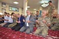 MAHMUT KAŞıKÇı - Bakan Soylu Yüksekova'da Askerlerle Birlikte Bayram Namazı Kıldı