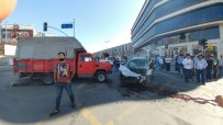 BAŞAKŞEHİR BELEDİYESİ - Başakşehir'de Trafik Kazası Açıklaması 1 Yaralı