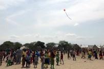 UÇURTMA ŞENLİĞİ - Kenyalı Çocuklar İlk Kez Uçurtmayla Tanıştı