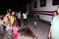 YOLCU TRENİ - Ağabeyinin Nişanına Giderken Tren Çarptı