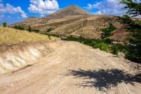 MEHMET KAYA - Büyükşehir Kuluncak'ta Yol Çalışmalarına Hız Verdi