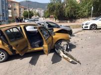 ASKERLİK ŞUBESİ - Karabük'te Zincirleme Trafik Kazası Açıklaması 2 Yaralı