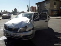 KAFKAS ÜNİVERSİTESİ - Kars'ta Trafik Kazası Açıklaması 7 Yaralı