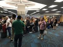 MIAMI - Miami Uluslararası Havalimanında 47 Yolcu Mahsur Kaldı
