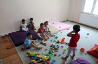 PSIKOLOG - Çocukların Kreşe Başlama Yaşı Konusunda Ailelere Uyarı